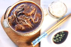 Korean Beef Soup with Glassy Noodles - Make delicious beef recipes easy, for any occasion Korean Beef Soup, Pulled Pork, Beef Recipes, Noodles, Blues, Asia, Easy Meals, Winter, Ethnic Recipes