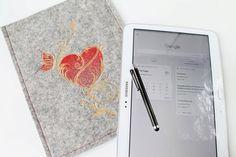 Ipad, Samsung Tablet Schutzhülle für  für 9,7 - 10,1 zol, bestickt, Wollfilz, Filz . Herz Motiv. von Schrejderiha auf Etsy