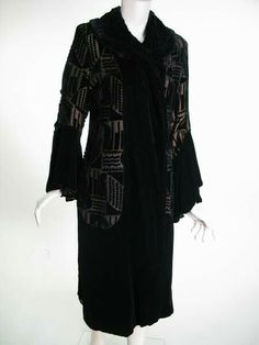 Louis & Cie (manufacturer) Created: 1922-1925 Evening coat. Black velvet, and lame figured with black velvet in geometrical pattern.
