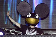 Ultra Music Fest 2014's Saturday Highlights: Deadmau5's 'Old MacDonald' 'Animals' Games, Armin van Buuren in the Rain   Billboard