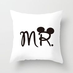 Love Couple Pillow Case Letter Mr and Mrs Pillow Cover Mr and Mrs Cushion Covers for Home Wedding Decoration Valentine Decorative Pillow Cases, Decorative Cushions, Jim Morrison, Romantic Couples, Cute Couples, Matching Couples, Lettering Design, Logo Design, Couple Pillowcase