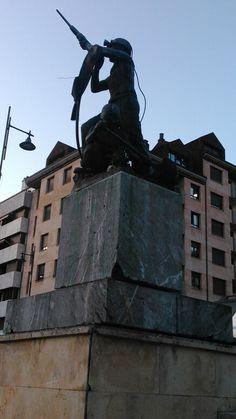 Estatua dedicada a los mineros en el parque del Minero