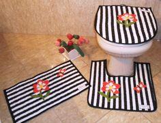 Jogo de banheiro listrado preto/branco e floral....elegante !