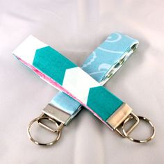 No-Sew Fabric Key Fobs @ Wait Til Your Father Gets Home make the perfect gift! #nosew #keyfob #keychain