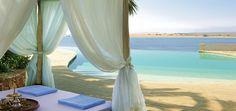 Восточное гостеприимство, пляж в лагуне, просторы, белоснежный  песок, огромный бассейн, деревянная дорожка с площадкой для церемонии, пальмы и яркие краски цветов, ресторан с изысканной кухней на самом берегу, колыхание белых полотен беседки – все составляющие для создания  великолепной фото сессии под открытым небом с красивейшими пейзажами и декорациями.