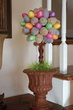 Easter egg topiary...next on my list of topiaries!!