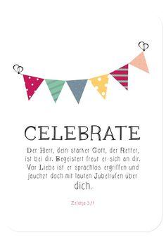 """Postkarte - Geburtstag - Celebrate, Bibelvers auf der Karte: """"Der Herr, dein starker Gott, der Retter, ist bei dir. Begeistert freut er sich an dir. Vor Liebe ist er sprachlos ergriffen und jauchzt doch mit lauten Jubelrufen über dich."""" - Zefanja 3,17"""