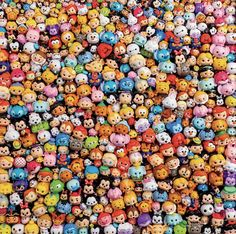 This 300 oversized piece puzzle features an image of many Tsum tsum, in a collage of the stackable plastic figurines of Disney and Pixar friends. Kawaii Disney, Disney Pop, Disney Magic, Cute Disney Wallpaper, Wallpaper Iphone Cute, Cute Cartoon Wallpapers, Cute Disney Drawings, Cute Drawings, Tsum Tsum Wallpaper