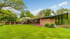 Built in 1954 for the investment banker Charles Glore four years before Wright died, the 4,300-square-foot home mimics the shape of a boat. Frank Lloyd Wright Homes, Usonian, Floating Staircase, Brick And Wood, Clerestory Windows, Exposed Brick Walls, Huge Windows, Home Fireplace, Lake Forest