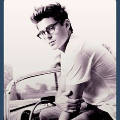 Even as a nerd he's hot...