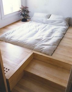 The Japanese Bed by Oliver Peake was a commission for a client who wanted a sunken bed and hidden storage. The floor was raised to make space for the storage below and to give the bed a platform.  Via Cocon De Decoration.