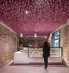 12000 palitos pintados de magenta / Ideo arquitectura, © Imagen Subliminal