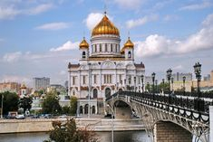 WORLD CHURCH - ORTHODOXY. Cathedral Of Christ The Saviour. Moscow. Russia. The largest temple of Russian Orthodox Church. Accommodates 10000 people. Height-103 meters. Built in 1994-1997, on the site of the destroyed in the 1931 year Temple.