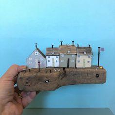 No photo description available. Driftwood Ideas, Driftwood Art, Wood Houses, Moritz, Wood Steel, Rustic Art, Small Places, House Art, Coat Hooks