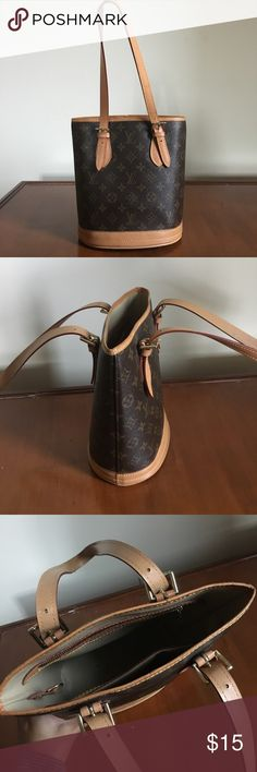 FAKE Louis Vuitton Purse Not authentic Louis Vuitton purse. Great condition. Bags