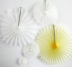 Deluxe Papierrosette // paper wheel by Partyerie via dawanda.com