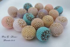 Covering14-15mm bead with delicas.  Translate, but the pictures are very clear.  #Seed #Bead #Tutorials