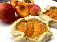 Finomságok Nikitől: Sárgabarackos galette Apple Pie, Healthy Life, Peach, Fruit, Desserts, Food, Healthy Living, Tailgate Desserts, Deserts