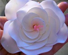 Mundo Bizcocho: Como hacer rosas con pistilos y flores de hortensia en pasta de goma