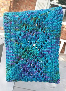 Free Pattern: This quick, fun cowl can be made on any 3/4 gauge loom with at least 24 pegs. The sample was made on the Yellow Knifty Knitter.