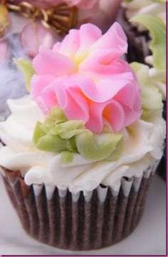 flower topping on cupcake.That is so cute. Please check out my website thanks. www.photopix.co.nz