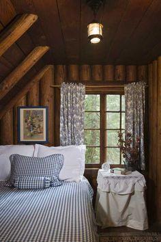 Cozy Cabin Bedroom Decoration Ideas - Page 19 of 38 Log Cabin Bedrooms, Log Cabin Homes, Log Cabins, Rustic Bedrooms, Cottage In The Woods, Cabins In The Woods, Rustic Cottage, Cozy Cottage, Cozy Cabin