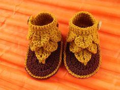 crochet crocodile baby sandals,crochet baby shoes,crochet baby slipper ,Size 0-3, 3-6  months,6-12 months, Newborn booties