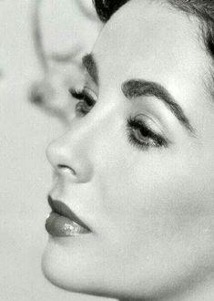 Elizabeth Taylor , actriz y belleza. Fotogenia estudiada pero indiscutible. Talento....dependiendo del director. http://www.imdb.com/...