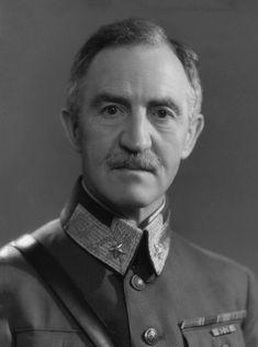 https://upload.wikimedia.org/wikipedia/commons/1/12/Carl_Gustav_Fleischer_1940b.jpg