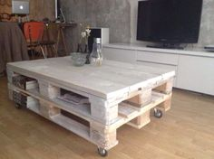 Whitewashed pallet table €189,95