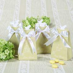 愛の鳥エレガントなアイコンの好意のボックス        http://aliexpress.com/store/product/Free-Shipping-100box-Pink-Flip-Flop-Bottle-Opener-wedding-bomboniere-WJ058-B/513753_1719869702.html         #結婚式の好意 #花嫁 #festa #お土産 #卸し  #presentes