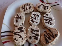 Ořechové laskonky Cookies, Cake, Desserts, Food, Crack Crackers, Tailgate Desserts, Deserts, Biscuits, Kuchen