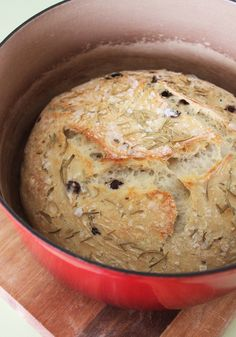 olive & rosemary bread - this looks like the olive bread (minus the rosemary) that I used to enjoy from Madonia Bros. bakery on Arthur Avenue in NY! Dutch Oven Cooking, Dutch Oven Recipes, Bread Recipes, Cooking Recipes, Cooking Hacks, Cooking Food, Dutch Oven Bread, Cooking Lamb, Cooking Ribs