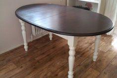 Oude grenen tafel, poten geschilderd met RAL 9001 en het blad gebeitst met Warm Wengé van Rambo.