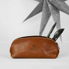 Leather etui in cognac by Fred de la Bretoniere.