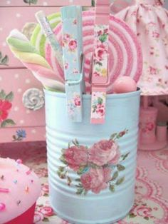 decorate tin can and clothes pins - shabby chic - pastels - colors Tin Can Crafts, Diy And Crafts, Arts And Crafts, Shabby Chic Crafts, Shabby Chic Decor, Manualidades Shabby Chic, Craft Projects, Projects To Try, Pretty Pastel