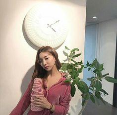 Welcome to FYEAH! We are dedicated to providing all the latest updates and quality information. South Korean Girls, Korean Girl Groups, Luna Fx, Song Qian, Hyeri, Sad Girl, Korean Singer, Baekhyun, Kpop Girls