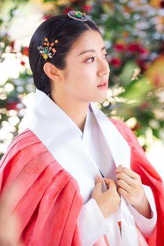 100 Days My (Hangul: 백일의 낭군님; Hundred Day's Husband) is a 2018 South Korean television series Korean Hanbok, Korean Dress, Korean Traditional Dress, Traditional Dresses, Korean Couple, Korean Girl, Nam Ji Hyun Actress, Korean Princess, Korean Accessories