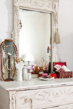 mycrazy-beautifulife. Do It Yourself Furniture, Interior And Exterior, Interior Design, Antique Vanity, Vintage Vanity, Antique Dressers, Ideas Para Organizar, Style Deco, Bedroom Vintage