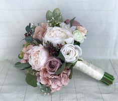 Hochzeitsstrauß Dusty Rose Brautstrauß Blush Wedding Source by . Hand Bouquet Wedding, Silk Bridal Bouquet, Dusty Rose Wedding, Diy Bouquet, Wedding Bouquets, Wedding Flowers, Bridesmaid Bouquets, Wedding Themes, Wedding Decorations