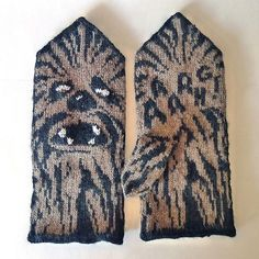 Knitting Patterns Mittens Thinking of Chewy! Ravelry: Chewie Mittens (Star Wars tribute) pattern by Therese Sharp Knitted Mittens Pattern, Crochet Mittens, Knitted Gloves, Knit Crochet, Fingerless Mittens, Crochet Granny, Knitting Charts, Knitting Socks, Hand Knitting