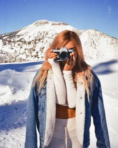 61 Super Ideas for vintage photography camera girls Photography Camera, Winter Photography, Vintage Photography, Couple Photography, Photography Ideas, Mode Au Ski, Streetwear, Snow Outfit, Winter Pictures