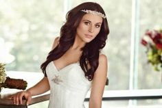 Previo a su boda la actriz Zuria Vega, posó para una revista con un vestido de novia. Aqui les compartimos las imágenes: