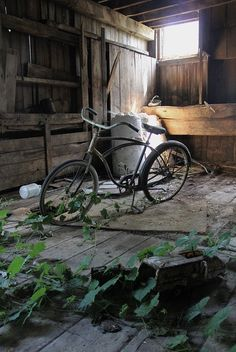 abandoned=A lonely bike waiting for another rider. Abandoned Buildings, Abandoned Places, Abandoned Castles, Beautiful Buildings, Beautiful Places, Old Bicycle, Bike, Haunted Places, Old Houses