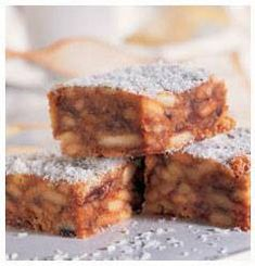 Here is a recipe for Marie Biscuit Treats that are delicious and your kids will love them! Biscuit Bar, Biscuit Recipe, Kos, Broken Biscuits, Cookie Recipes, Dessert Recipes, How Sweet Eats, Tray Bakes, Pizza