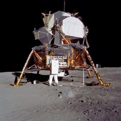 Nasa Edwin 'Buzz' Aldrin unpacks experiments from the Apollo 11 lunar module. Neil Armstrong, Moon Missions, Apollo Missions, Michael Collins, Mission Apollo 11, Programme Apollo, Lunar Lander, Apollo 11 Moon Landing, Space And Astronomy