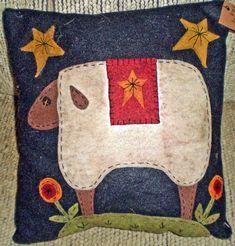 PENNY RUG FOLK ART SHEEP PILLOW INSTANT DOWNLOAD E PATTERN