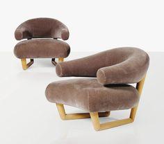 Super  comfortabele stoelen ontworpen door Jean Royère | Lot | Sotheby's Kijk voor meer stoelen op: http://eetkamerstoelen365.nl/