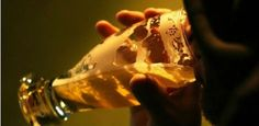 Bares investem para atrair clientes e garantir cumprimento da lei seca Um grupo formado por três bares do Recife criou um novo serviço para enfrentar a queda de até 40% na movimentação de clientes após a implantação da Lei Seca. Para atrair os clientes e garantir o cumprimento Publicado em 11/05/2013, às 18h43