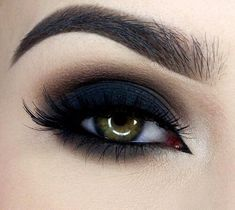 Image about beauty in make up by wassup on We Heart It Makeup Eye Looks, Cute Makeup, Skin Makeup, Eyeshadow Makeup, Beauty Makeup, Navy Eye Makeup, Glitter Makeup, Eyeliner, Makeup Goals
